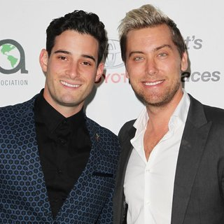 Michael Turchin, Lance Bass in 24th Annual Environmental Media Awards Presented by Toyota and Lexus - Arrivals