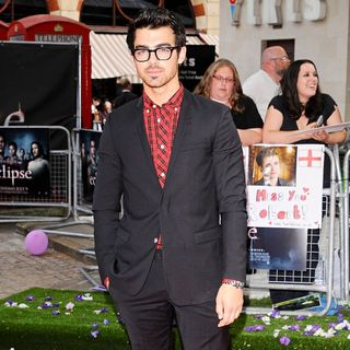 Joe Jonas, Jonas Brothers in UK Gala Premiere of 'The Twilight Saga's Eclipse'