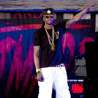 2 Chainz in 2 Chainz Performs Live as Part of His Club Paradise Tour