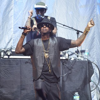 2 Chainz in 2 Chainz Performing Live on The Nicki Minaj Tour