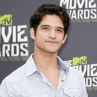 Tyler Posey in 2013 MTV Movie Awards - Arrivals - tyler-posey-2013-mtv-movie-awards-02