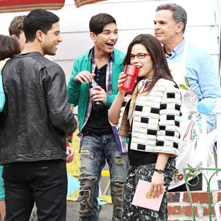 "Mark Indelicato in On Location with ""Ugly Betty"" - ugly_betty_set_08_wenn2793887"