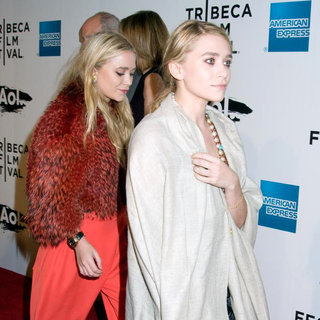 Mary-Kate Olsen, Ashley Olsen in 2011 Tribeca Film Festival Opening Night Premiere of 'The Union'