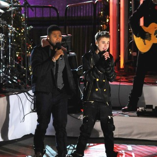 Usher, Justin Bieber in Justin Bieber and Usher Perform for The Pre-Taping of The Rockefeller Center Christmas Tree Lighting