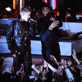 Justin Bieber, Usher in Justin Bieber and Usher Perform for The Pre-Taping of The Rockefeller Center Christmas Tree Lighting