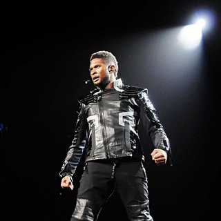 Usher - Usher Performs on OMG Tour