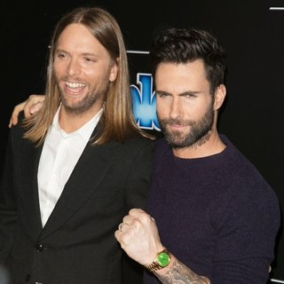 Maroon 5 in 2014 People Magazine Awards - Red Carpet Arrivals - valentine-levine-2014-people-magazine-awards-01