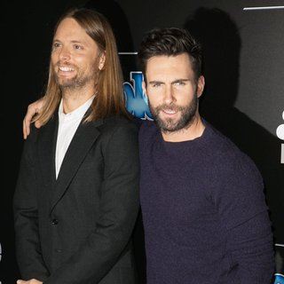 Maroon 5 in 2014 People Magazine Awards - Red Carpet Arrivals - valentine-levine-2014-people-magazine-awards-02