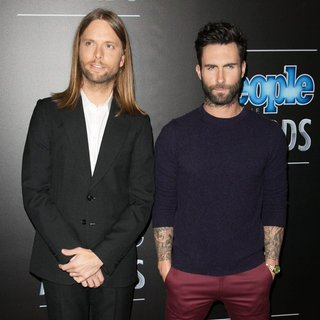 Maroon 5 in 2014 People Magazine Awards - Red Carpet Arrivals - valentine-levine-2014-people-magazine-awards-03
