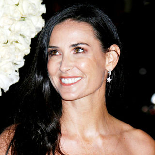 Demi Moore in Los Angeles World Premiere of 'Valentine's Day' - Red Carpet