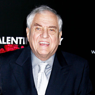 Garry Marshall in Los Angeles World Premiere of 'Valentine's Day' - Red Carpet