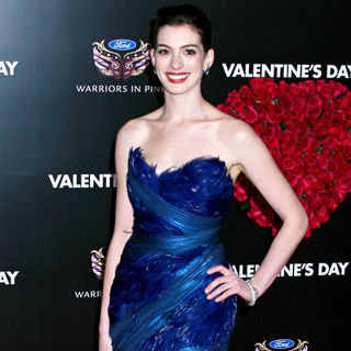 Anne Hathaway in Los Angeles World Premiere of 'Valentine's Day' - Red Carpet