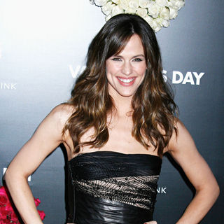 Jennifer Garner in Los Angeles World Premiere of 'Valentine's Day' - Red Carpet - valentines_day_22_wenn2735356