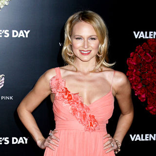 Jewel Kilcher in Los Angeles World Premiere of 'Valentine's Day' - Red Carpet