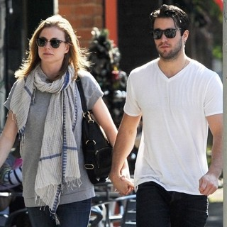 Emily VanCamp, Joshua Bowman in Emily VanCamp and Josh Bowman at Little Doms