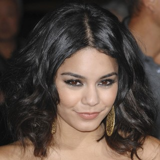 The Los Angeles Premiere of Journey 2: The Mysterious Island - Arrivals - vanessa-hudgens-premiere-journey-2-the-mysterious-island-01