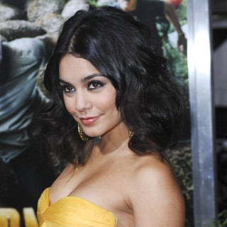 The Los Angeles Premiere of Journey 2: The Mysterious Island - Arrivals - vanessa-hudgens-premiere-journey-2-the-mysterious-island-02