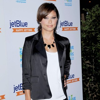 Vanessa Minnillo in JetBlue and VH1 Launch Save The Music at My House - Arrivals