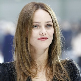 Vanessa Paradis in Fashion Week Ready to Wear Spring-Summer 2011 - Chanel - Outside Arrivals