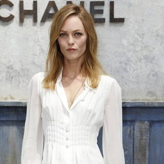Vanessa Paradis in Paris Fashion Week Haute Couture Fall-Winter 2014 - Chanel - Outside