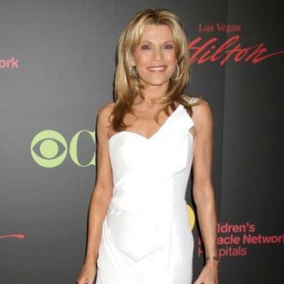 Vanna White in 2011 Daytime Emmy Awards - Red Carpet - vanna-white-2011-daytime-emmy-awards-01