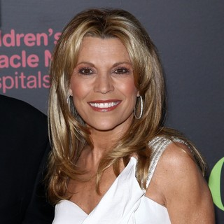 Vanna White in 2011 Daytime Emmy Awards - Red Carpet - vanna-white-2011-daytime-emmy-awards-03