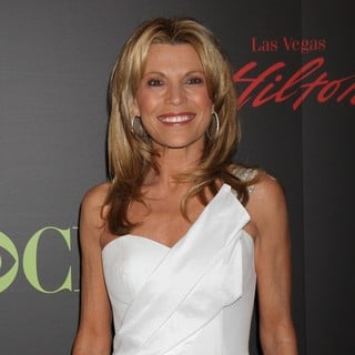 Vanna White in 2011 Daytime Emmy Awards - Red Carpet - vanna-white-2011-daytime-emmy-awards-04