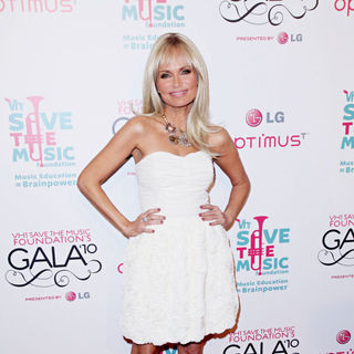 Kristin Chenoweth in Vh1 Save The Music Foundation Gala