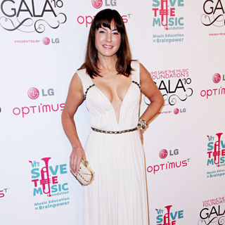 Sylvia Tosun in Vh1 Save The Music Foundation Gala