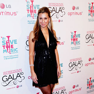 Ella Tein in Vh1 Save The Music Foundation Gala