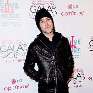 Pete Wentz in Vh1 Save The Music Foundation Gala