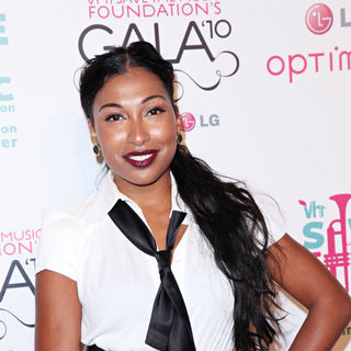 Melanie Fiona in Vh1 Save The Music Foundation Gala