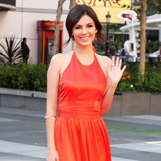 Victoria Justice in 2012 Creative Arts Emmy Awards - Arrivals