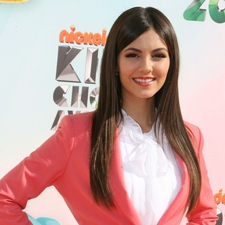 Victoria Justice in 2012 Kids' Choice Awards - Arrivals
