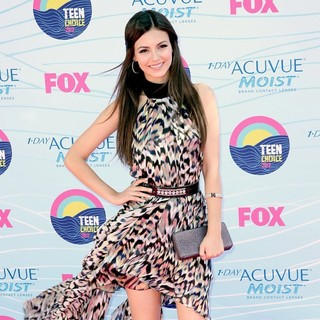 Victoria Justice in The 2012 Teen Choice Awards - Arrivals