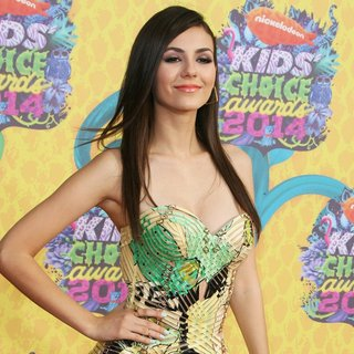 Victoria Justice in Nickelodeon's 27th Annual Kids' Choice Awards - Arrivals