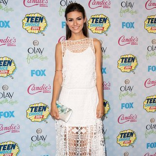 Victoria Justice in Teen Choice Awards 2014 - Press Room - victoria-justice-teen-choice-awards-2014-press-room-08