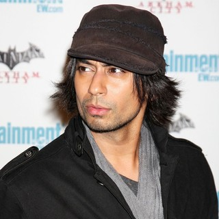 Vik Sahay in Comic Con 2011 Day 3 - Entertainment Weekly Party - Arrivals - vik-sahay-2011-comic-con-convention-day-3-01