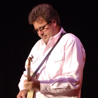 Vince Gill Performing