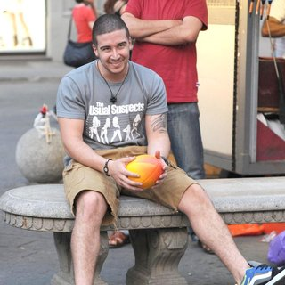Vinny Guadagnino in Jersey Shore Cast Members Play Catch with A Ball in The Town Square