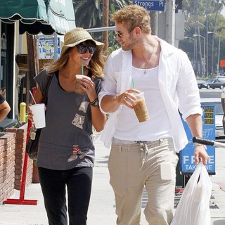 Sharni Vinson, Kellan Lutz in Sharni Vinson and Kellan Lutz Stop at Starbucks for Iced Coffee