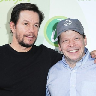 Mark Wahlberg, Paul Wahlberg-Grand Opening of Wahlburgers