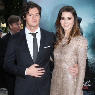 Benjamin Walker, Mary Elizabeth Winstead in The Premiere of Abraham Lincoln: Vampire Hunter