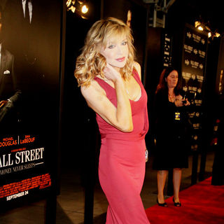 Courtney Love in The New York Movie Premiere of 'Wall Street 2: Money Never Sleeps' - Arrivals