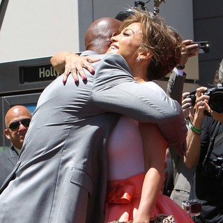 Keenen Ivory Wayans, Jennifer Lopez in Jennifer Lopez Is Honoured with The 2,500th Star on The Hollywood Walk of Fame