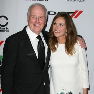 Jerry Weintraub, Julia Roberts in The 17th Annual Hollywood Film Awards