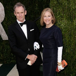 Bo Welch, Catherine O'Hara in 2013 Vanity Fair Oscar Party - Arrivals