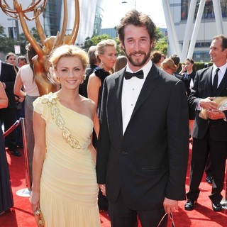 Sara Wells, Noah Wyle in 2011 Primetime Creative Arts Emmy Awards - Arrivals