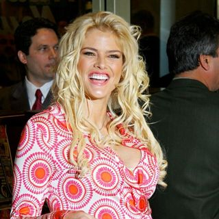 Anna Nicole Smith in Kick Off The Re-Launch of The National Enquirer