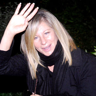 "Barbra Streisand in Barbra Streisand leaving chinese restraurant ""Peking Ente"" (""Peking Roast Duck"")"